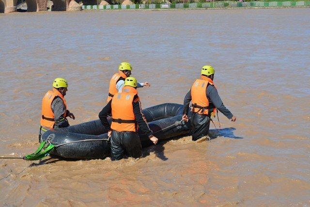 آماده باش سازمان آتش نشانی و اجرای مانور برای مقابله حوادث احتمالی سیلاب